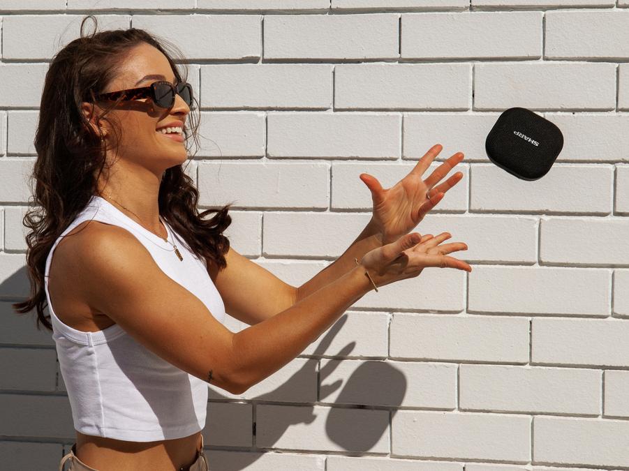 Lo speaker Bluetooth GX-BT60 Sharp è il gadget high tech dell'estate 2021!